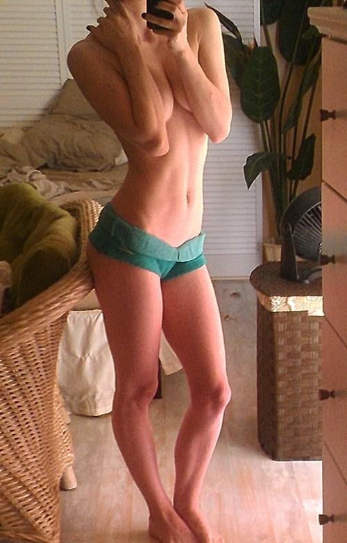 schöne dünne nackte Mädchen
